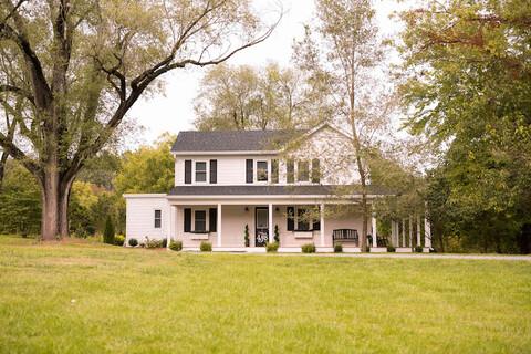farmhouse - 48 Fields Wedding Barn   Leesburg VA